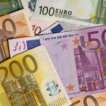 RECORD PER L'EURO: 1,3682 DOLLARI