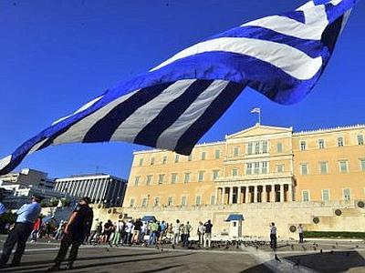 Grecia: il Parlamento approva nella notte la nuova riforma sulle pensioni e il fisco